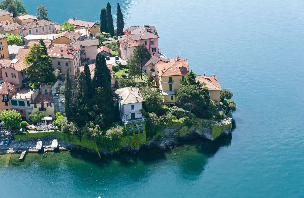 Apartment Varenna on the water