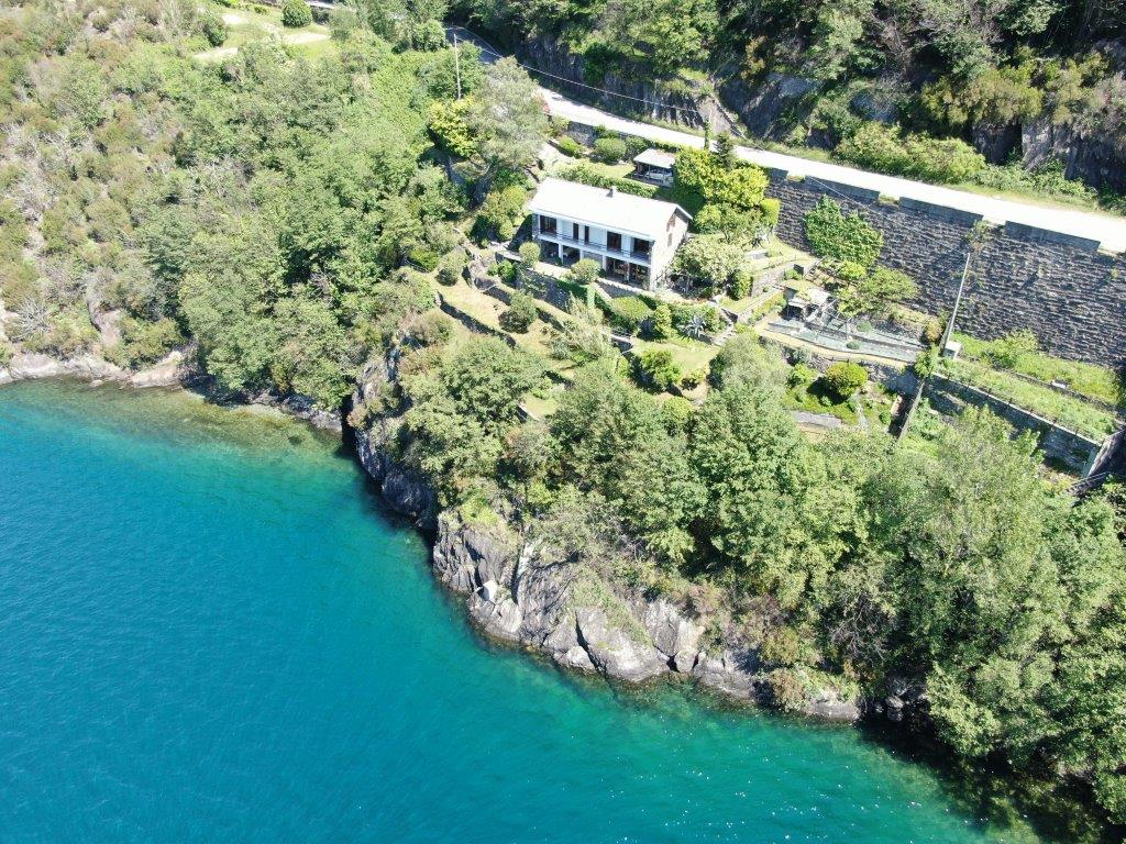 Luxury Villa Directly on the Lake with Garden Dorio with car park