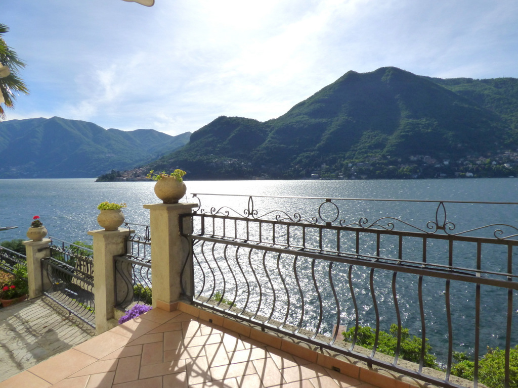 Luxury Villa Moltrasio with Lake view and garden