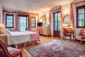 Bellagio Luxury Villa with sunny garden