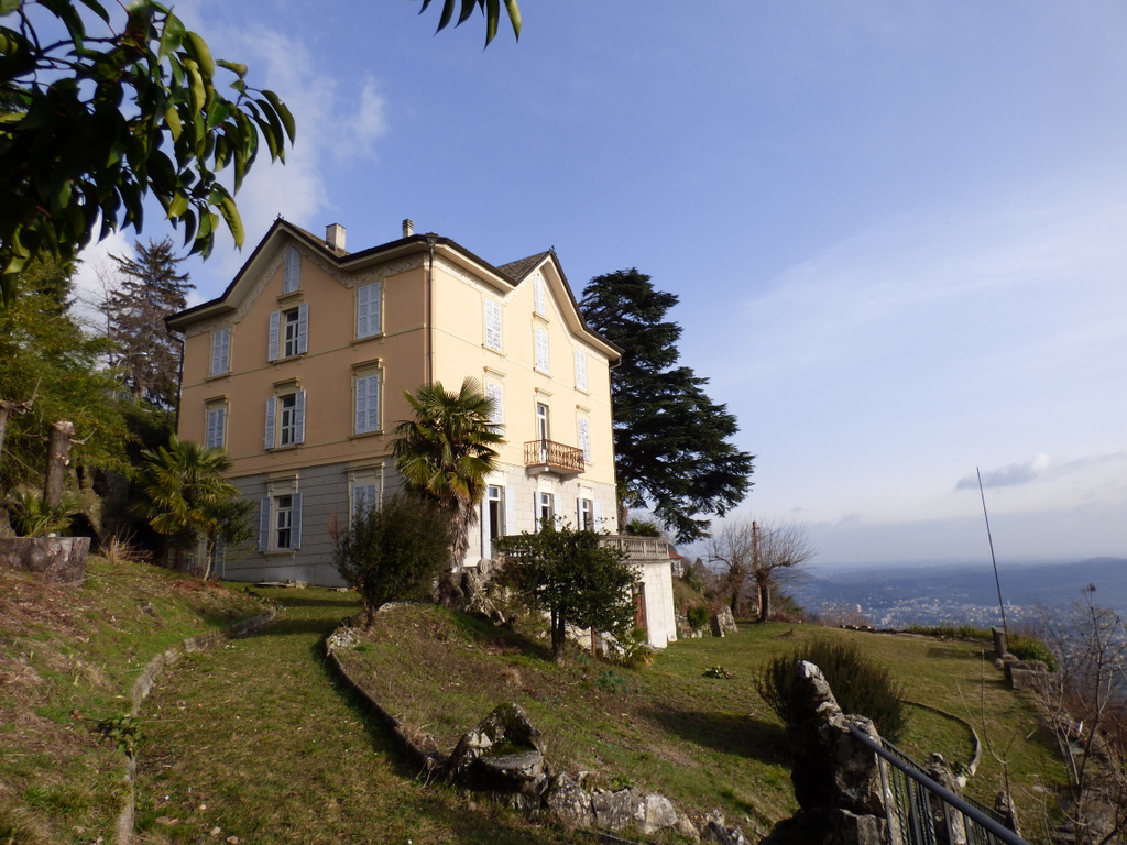 Brunate Period VIlla with garden