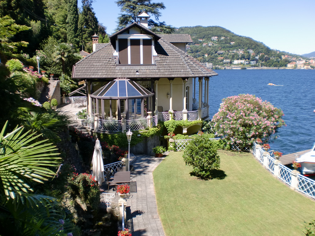 Como Luxury Villa with boathouse