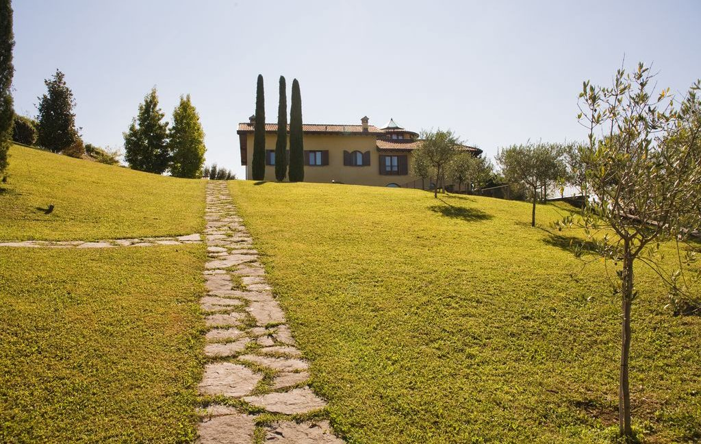 Villa San Fermo della Battaglia near Lake Como