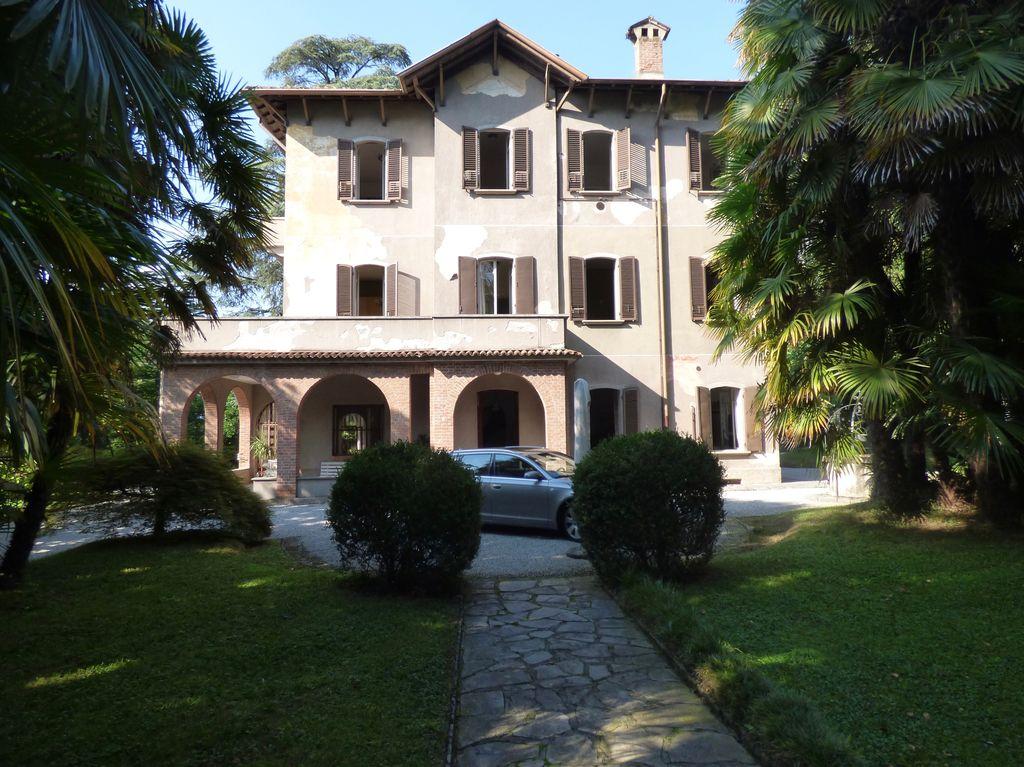 Lake Como Near Varenna Villa with Park