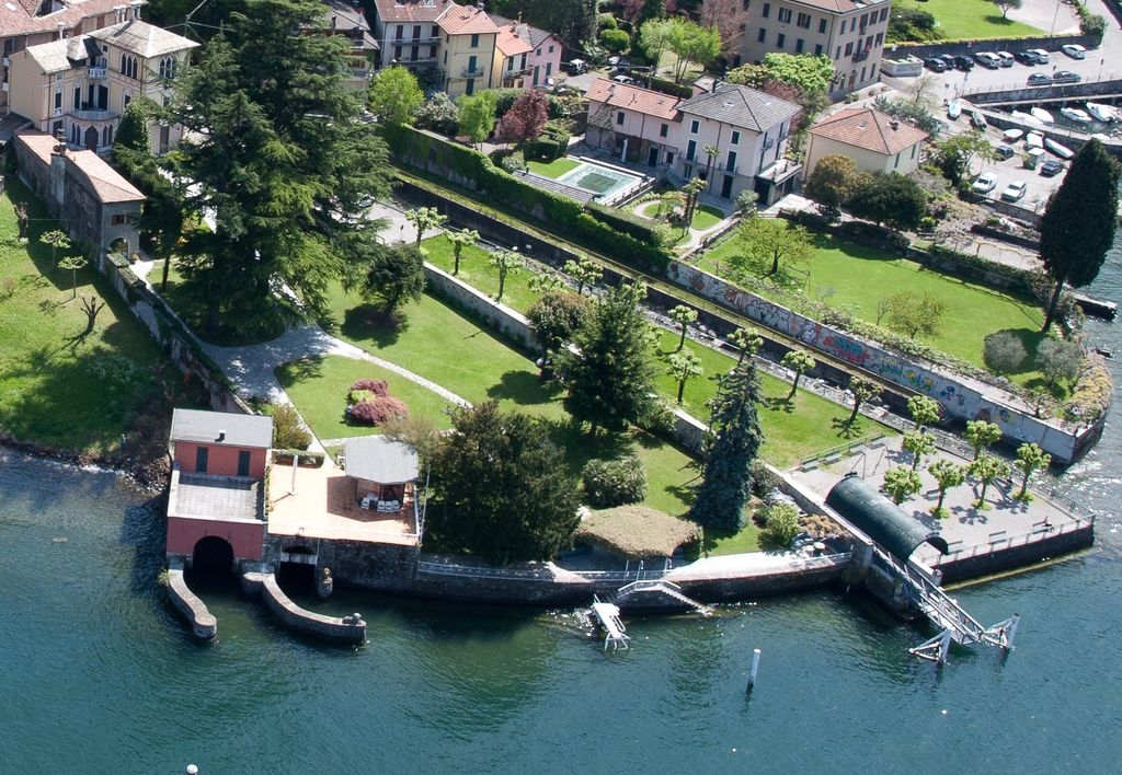 Faggeto Lario Villa boathouse