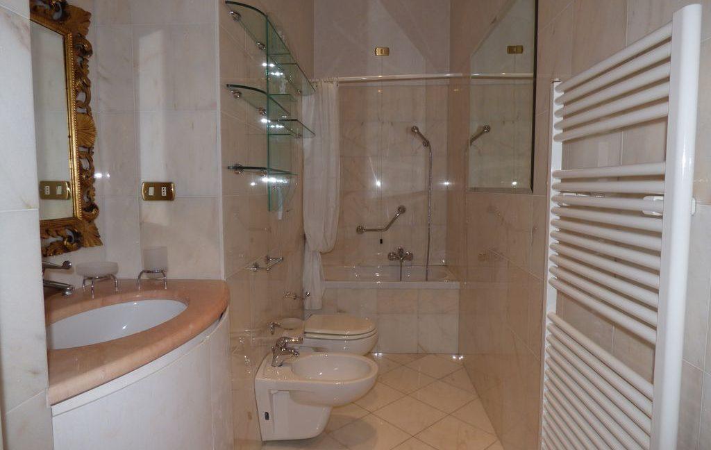 Faggeto Lario Villa - bathroom