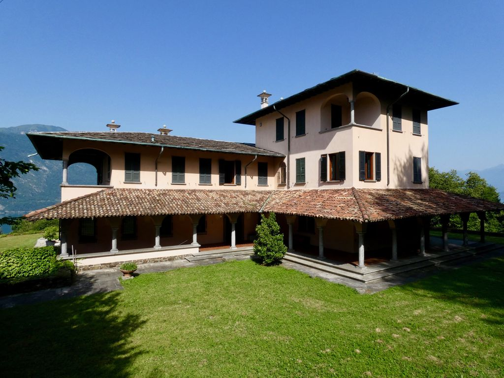 Lake Como Luxury Villa with Park Mandello del lario