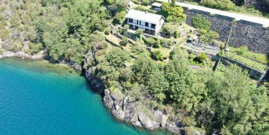Luxury Villa Directly on the Lake with Garden Dorio