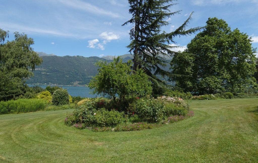 Luxury Villa Colico with park
