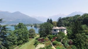 Luxury Villa Colico with balcony
