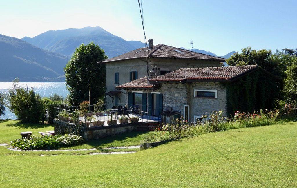 Luxury Villa Front Lake with Dock Pianello del Lario lake views