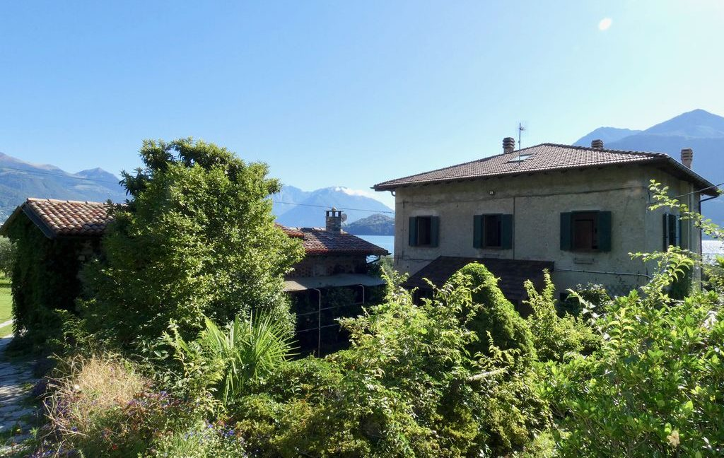 Luxury Villa Front Lake with Dock Pianello del Lario - with terrace and garden
