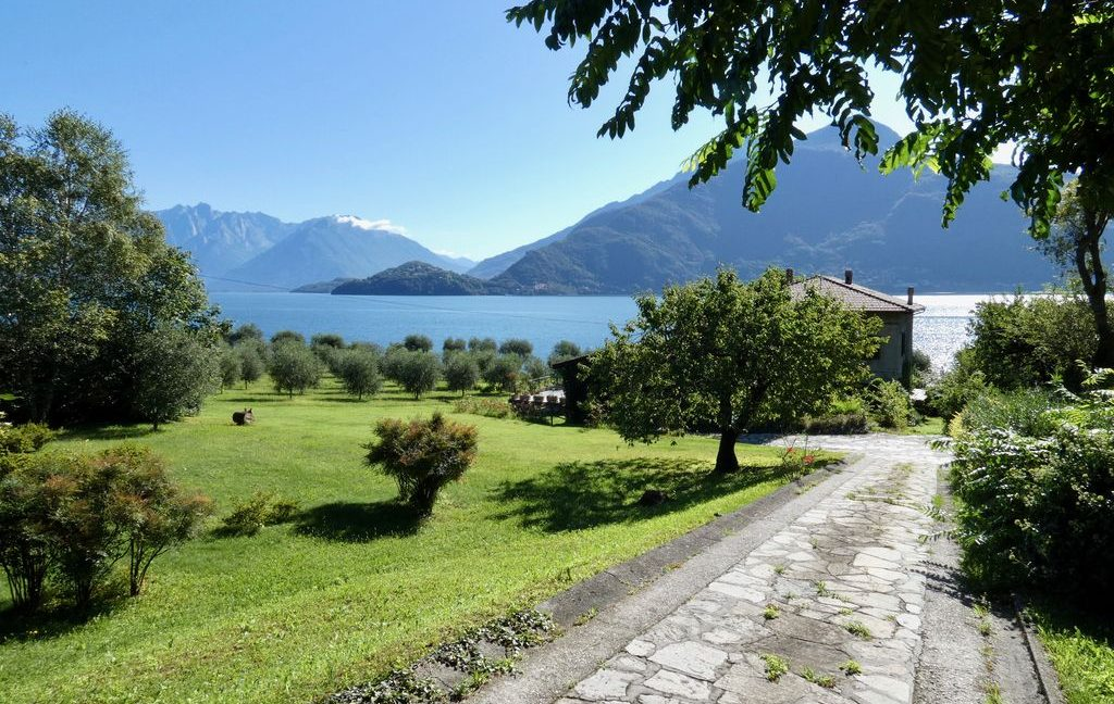 Luxury Villa Front Lake with Dock Pianello del Lario - access to the lake