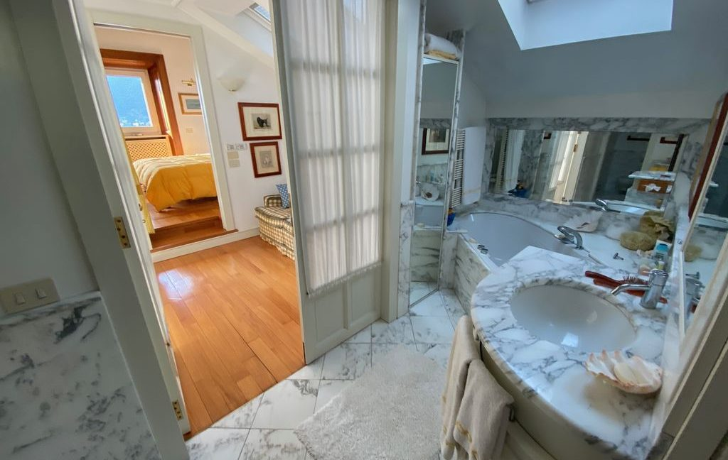 Luxury Villa Lake Como Torno with Boathouse - bathroom