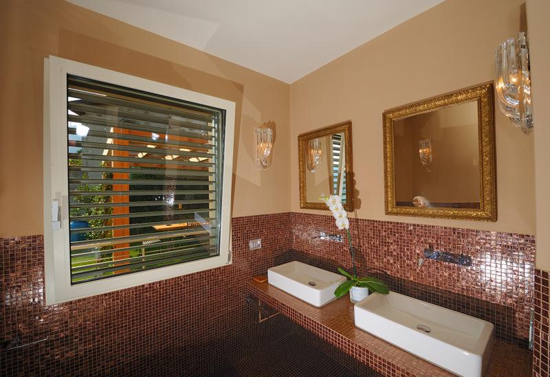 Luxury Villa Lake Como Gravedona ed Uniti with Pool - bathroom