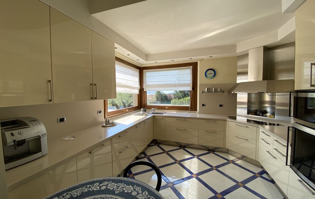 Luxury Villa Lake Como Domaso with Swimming Pool - kitchen
