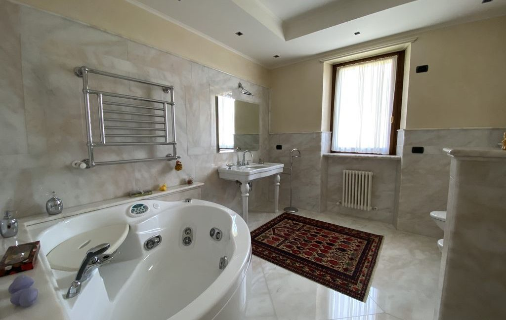 Luxury Villa Lake Como Domaso with Swimming Pool - bathroom
