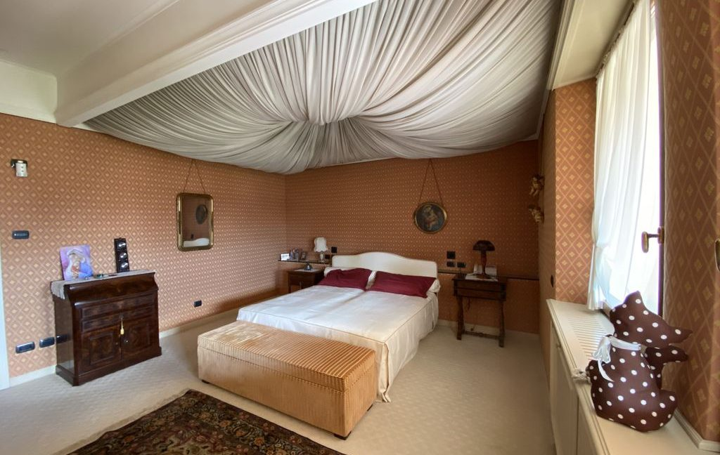Luxury Villa Lake Como Domaso with Swimming Pool - bedroom