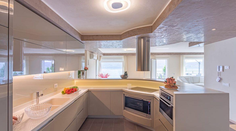 Pianello del Lario Luxury Villa Directly on Lake Como - kitchen