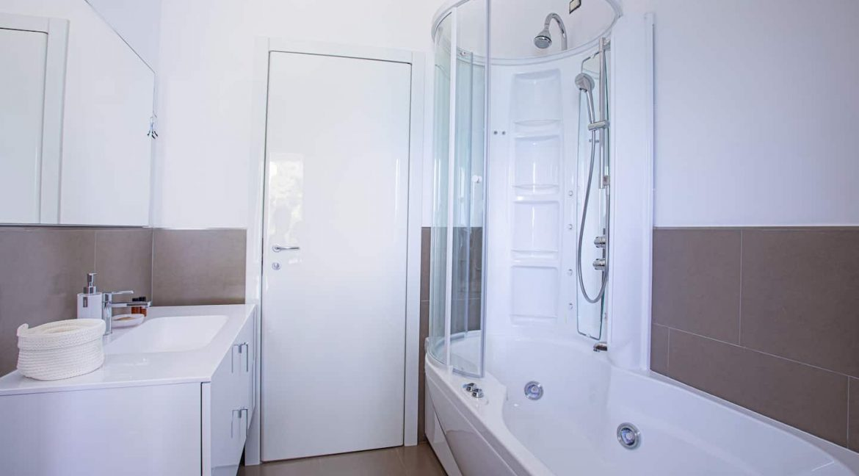 Pianello del Lario Luxury Villa Directly on Lake Como - bathroom