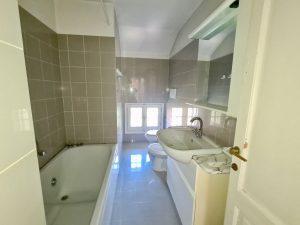 Luxury Villa Colico Lake Como with Park - bathroom