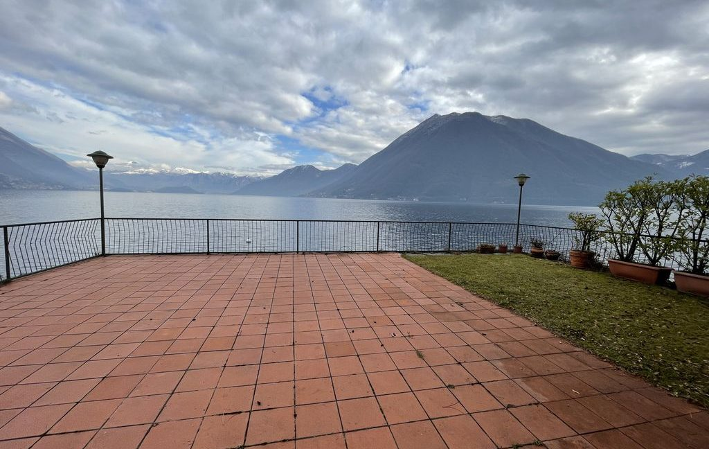 Lake Como Argegno Villa Water Front with Boathouse - terrace